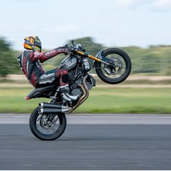 Wheelie la 211 km/h cu Indian FTR 1200S